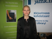 Brand Unitedin Minna Haapsaari toi kirjastoille bränditietoutta.KUVA: Susanna Niemilahti-Könkkölä