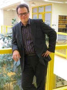 Kimmo Tuominen siirtyy Helsingin yliopiston kirjaston ylikirjastonhoitajaksi.