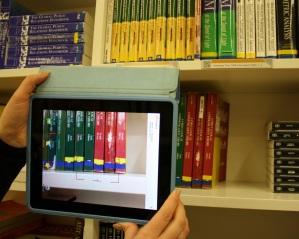 QR-koodien lukemista iPadilla. KUVA: Arto Ikonen